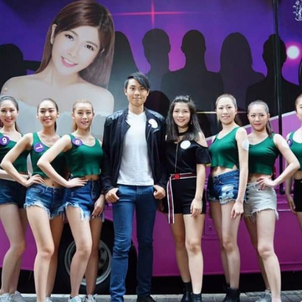 名模兼娛樂公司老闆何紫綸(Ann)與電影《我要做特務》的男女主角黃寶瑤及陸俊賢,下午時分,帶領一眾「2018亞洲太平洋國際小姐」香港區佳麗到旺角進行拉票活動。